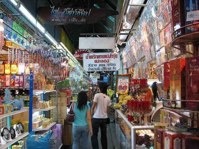 الأسواق الشعبية و الرخيصة في بانكوك تايلند للهدايا 7
