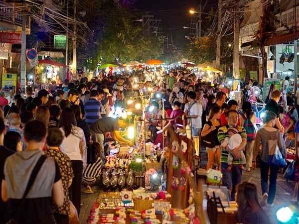 صورة الأسواق الليلية في بانكوك | تسوق في أي وقت