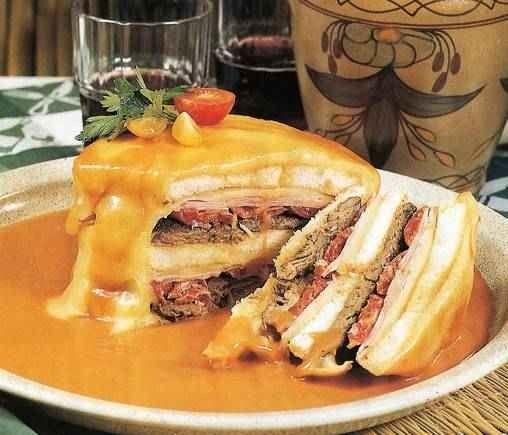 اكلات مشهورة Francesinha1