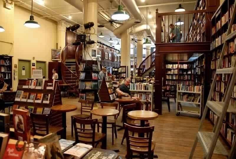 هاوسينج وركس بوكستور كافيه Housing Works Bookstore Cafe