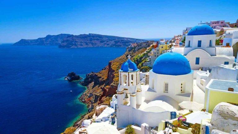 Photo of جزيرة سانتوريني الساحرة في اليونان … جزيرة الرومانسية في اليونان