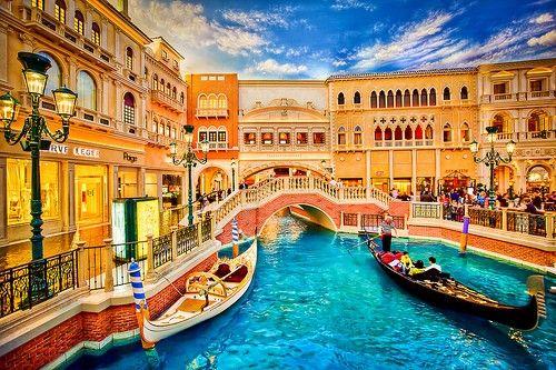 فندق فينيتيان لاس فيغاس وركوب الجندولVenetian Hotel and Gondola Rides
