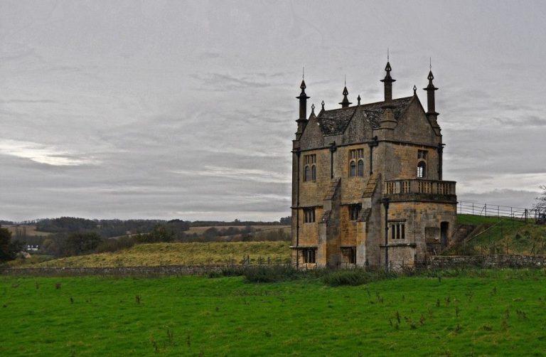 ريدل هاوسRiddle House