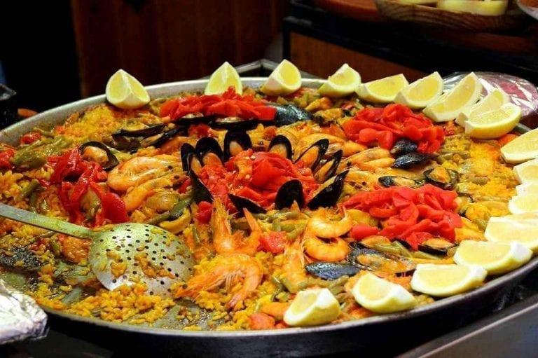 اكلات مشهورة Paella-768x511