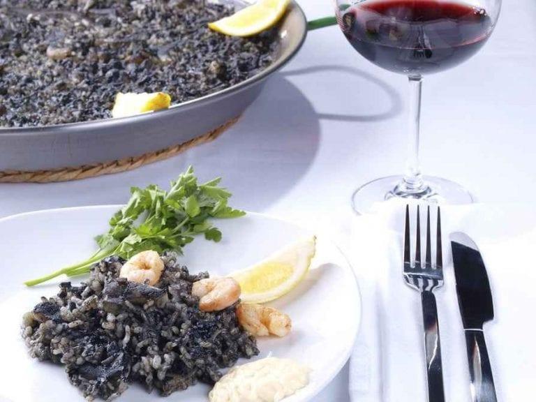 اكلات مشهورة Arros-negre-768x576