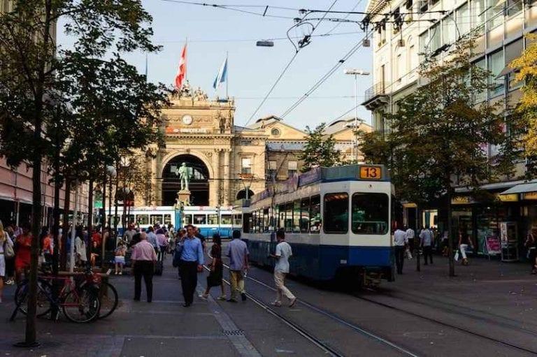Bahnhofstrasse -باهنهوفستراسي