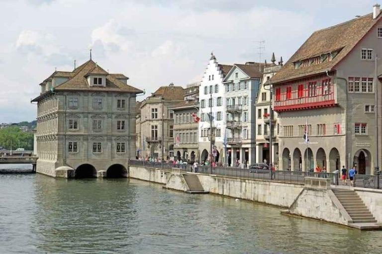 Zurich Altstadt -زيورخ ألتستادت