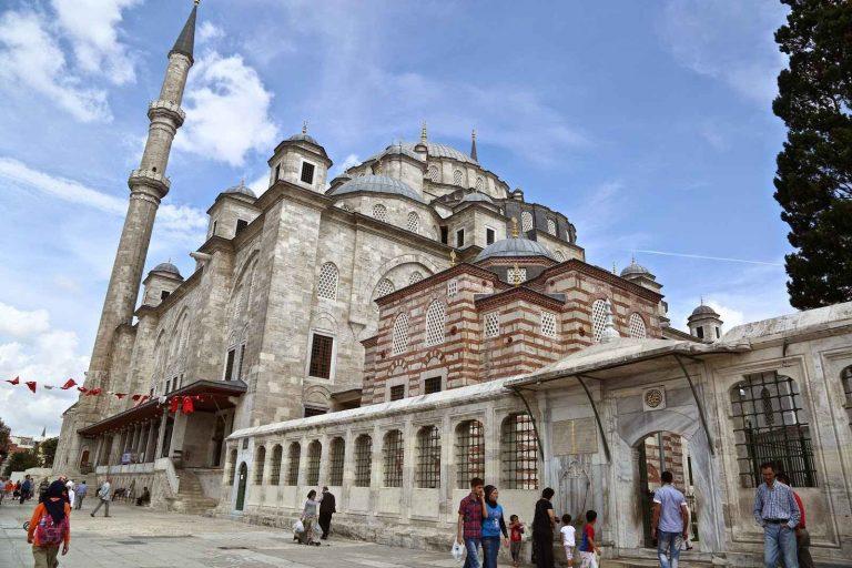 Photo of شارع الفاتح في اسطنبول .. شارع بمذاق التاريخ العثماني !