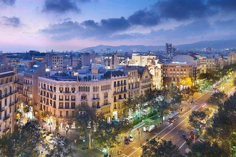 Shopping street Passeig de Gracia -شارع التسوق باسيغ دي غراسيا