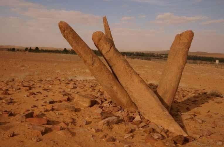 أعمدة الرجاجيل Al Rajajil Standing Stones