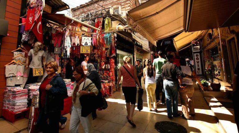 Photo of سوق محمود باشا في تركيا … أشهر الأسواق الشعبية حيث الماركات المحلية والعالمية..