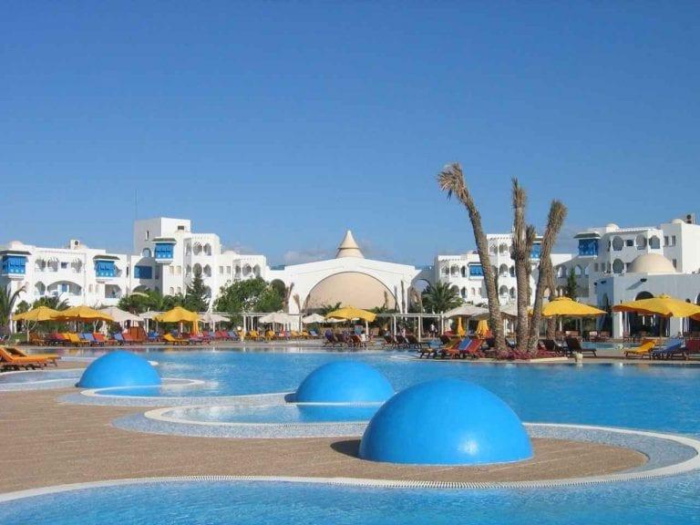 الطبيعة الخلابة لمدينة الحمامات..جعلتها أجمل المدن السياحية فى تونس..