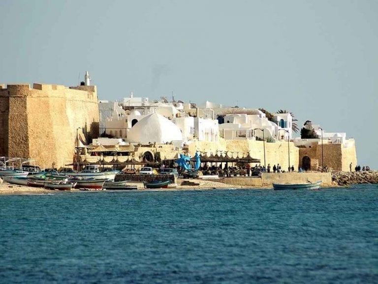 *مدينة الحمامات القديمة..الأكثر جذبا للسياح ...