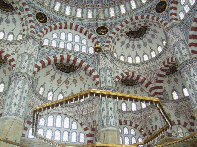 4- المسجد المركزي: