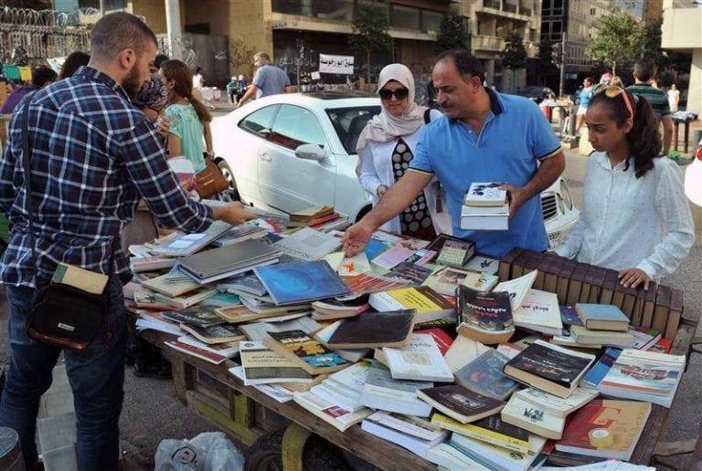 - سوق الأحد ..أرخص الأسواق وأكثرها إزدحاما فى بيروت..