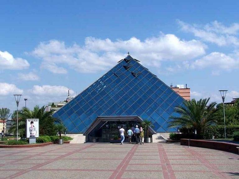 - سوق ظافر بلازا Zafer Plaza