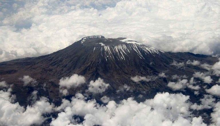 """"""" جبل كليمنجارو """" .. الاماكن السياحية في تنزانيا .."""