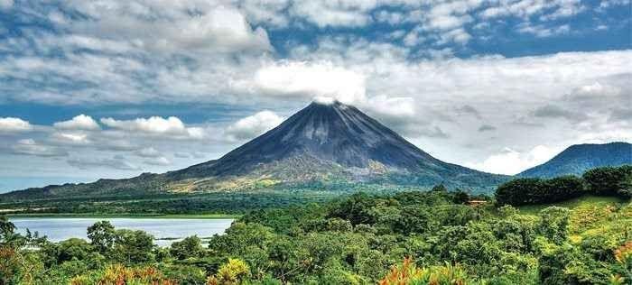 """"""" بركان أرينال Arenal volcano """" .. افضل معالم السياحة في كوستاريكا .."""