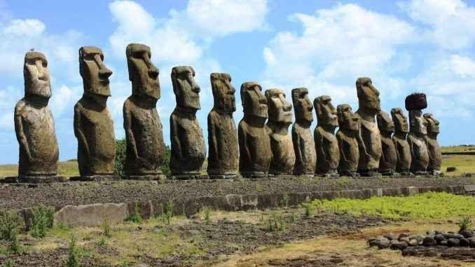 """- جزيرة الفصح"""" Easter Island""""...واحدة من أجمل الاماكن السياحية في تشيلى.."""