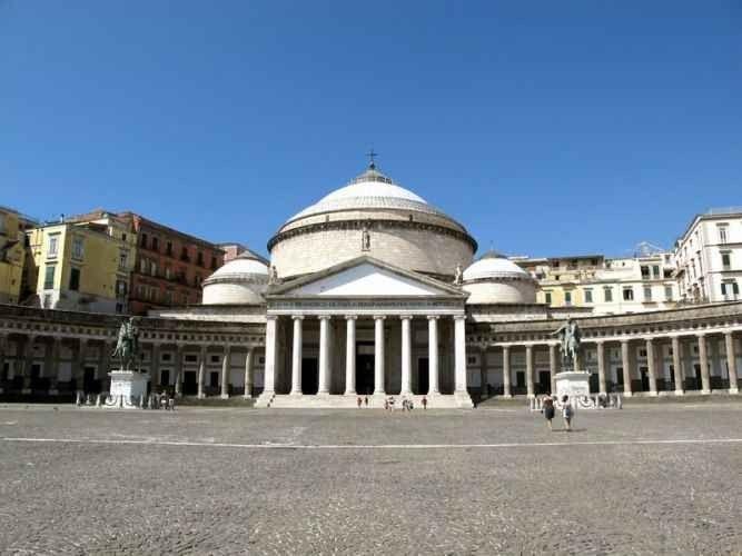 القصر الملكي في نابولي Royal Palace in Naples
