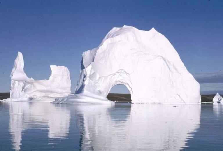 مضيق مدينة ايلوليسات الجليدي