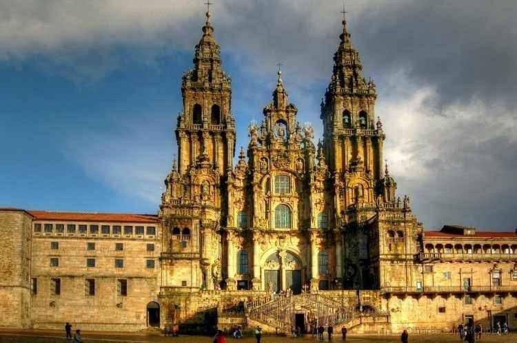 """- كاتدرائية """"سانتياغو دي كومبوستيلا"""".. أهم اماكن السياحة في تشيلى.."""