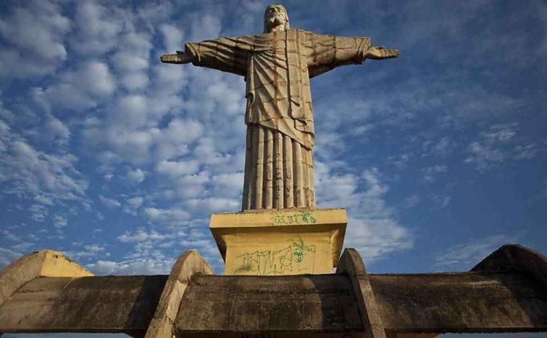 """- تمثال """"المسيح الفادى"""" Christ the Redeemer statue ..واحدا من افضل اماكن السياحة في ريو دى جانيرو.."""