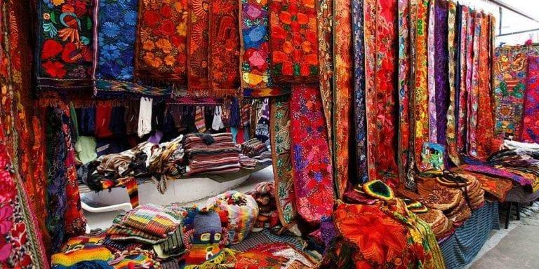 """"""" سوق أوتافالو Otavalo """" .."""