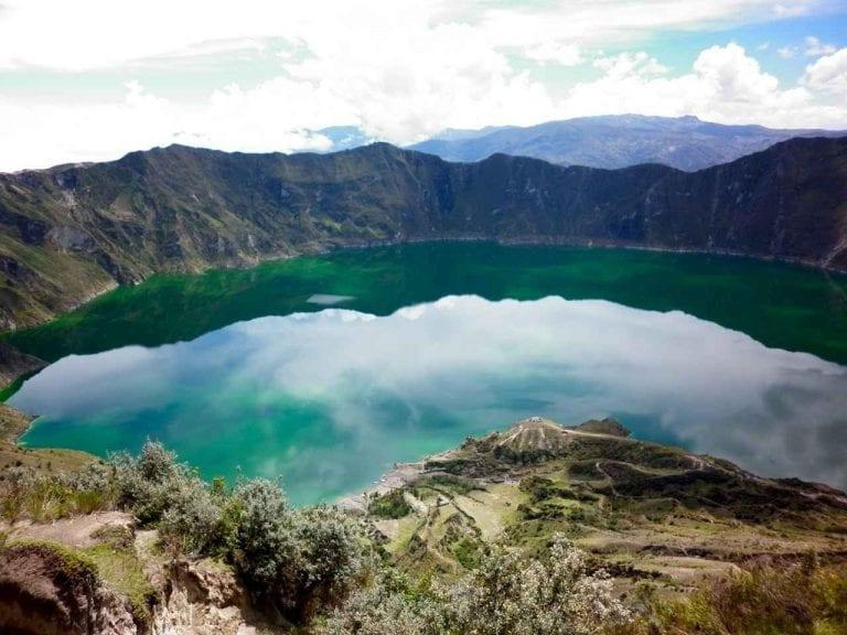 """"""" بحيرة كيلوتوا Lake Kelutua """".. افضل اماكن السياحة في الاكوادور .."""