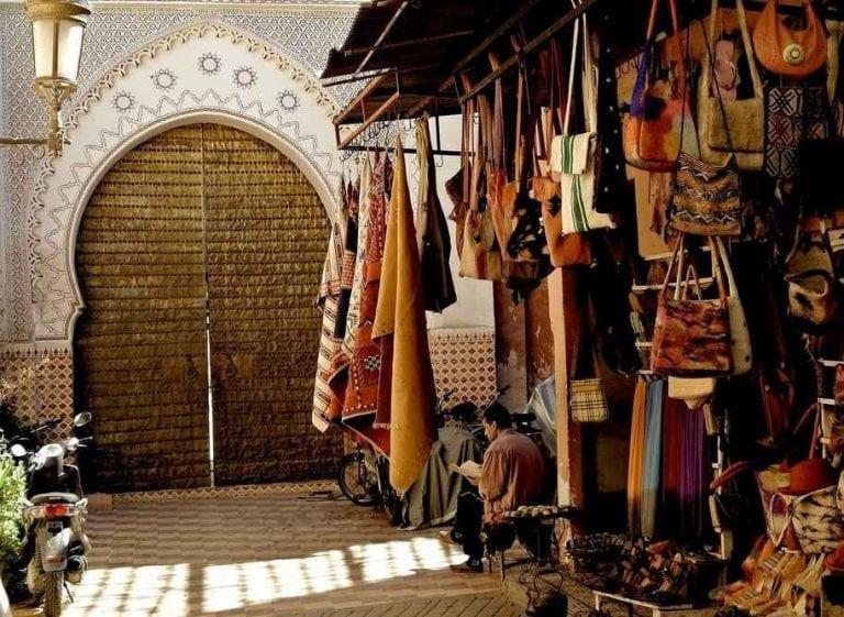 """الاماكن السياحية في افران .. """" سوق إفرانIfrane market """" .."""