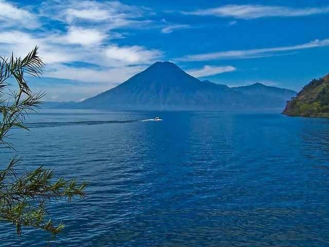 """- بحيرة """"اغو دي أتيتلان """"..Lago de Atitlan ..حيث أجمل الاماكن السياحية في غواتيمالا.."""