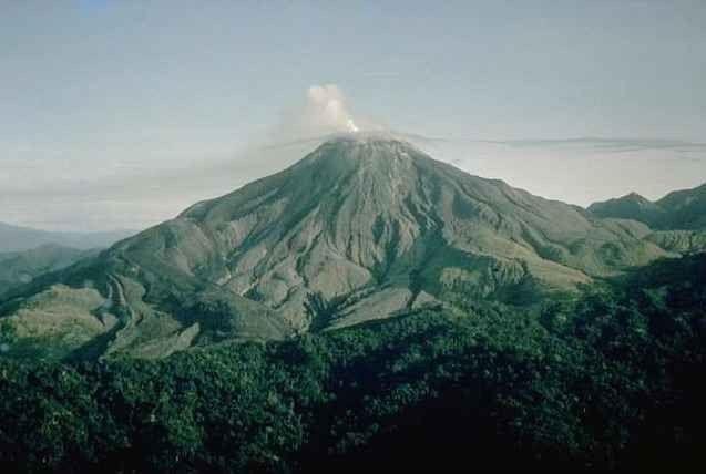 """- الجبال البركانية .. اجمل اماكن السياحة في""""سانت كيتس ونيفيس"""".."""
