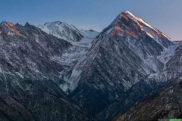 """"""" جبل تيبولوسمتا Tebulosmta mountain """" .. اهم معالم السياحة في الشيشان .."""