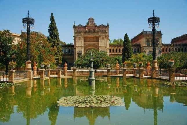 """- إذهب إلى """"حديقة ماريا لويزا""""..واحدة من أجمل الاماكن السياحية في أشبيلية.."""