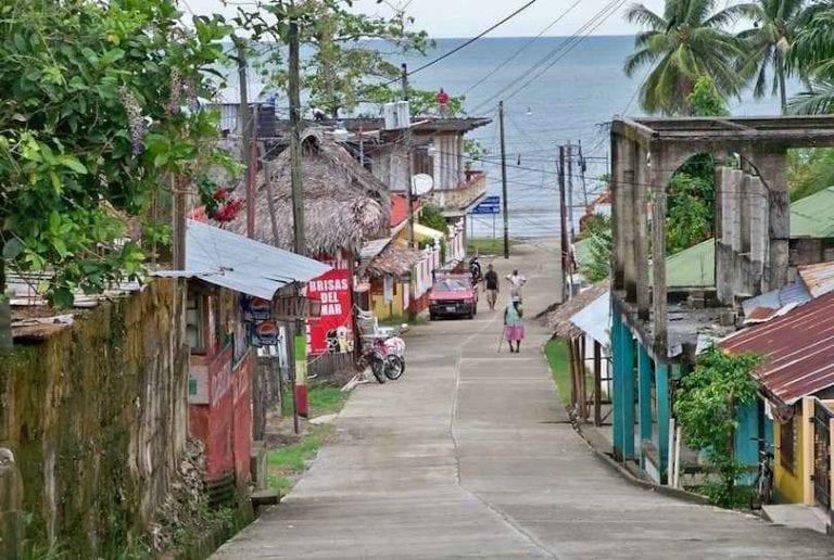 """- تعرف على ..""""ليفينغستون """" Livingston ..واحدة من أجمل معالم السياحة في غواتيمالا.."""