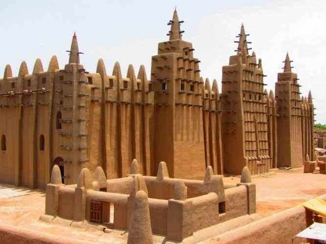 """- مسجد """"دجينى"""" djenee"""".. واحدا من افضل اماكن السياحة في مالى.."""