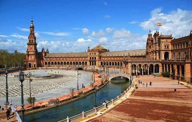 """- """"ساحة إسبانيا"""".. اهم معالم السياحة في أشبيلية..."""