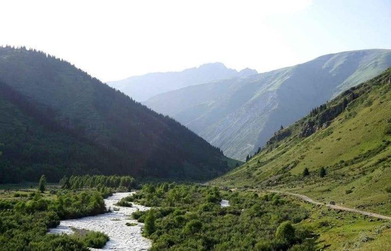 """"""" وادى علم الدين Valley of ِِAlam Eldin """" .. اهم معالم السياحة في قيرغستان .."""