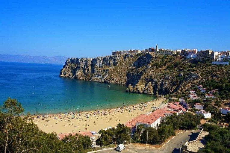 """- شاطئ """"كلابونيطا""""..واحدا من أجمل الاماكن السياحية في الحسيمة المغرب..."""