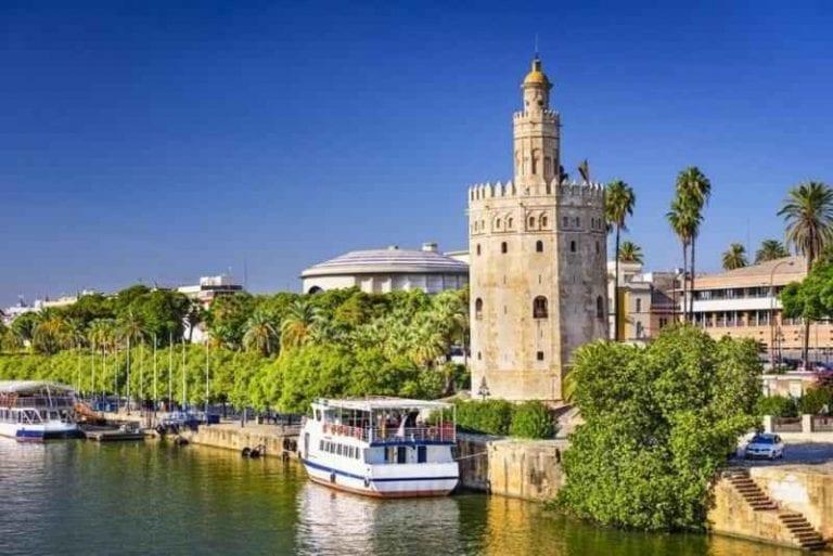 """- """"برج الذهب"""".. واحدا من افضل معالم السياحة في أشبيلية.."""