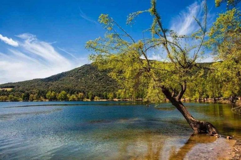 """"""" بحيرة ضاية عواLake DaitAoua """" .. اجمل اماكن السياحة في افران .."""