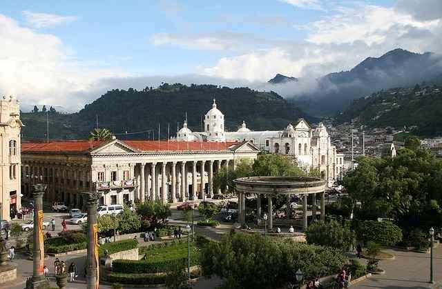 """- لا يفوتك زيارة.. الحديقة المركزية """"كويتزالتنانغو Parque Central Quetzaltenango """".."""