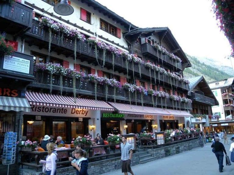 """"""" شارع بانهوف Bahnhof Street in Zermatt """" .. افضل اماكن السياحة في زيرمات .."""