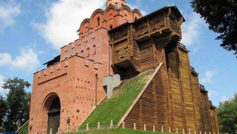 """- قم بزيارة """"البوابة الذهبية"""" عند السفر الى أوكرانيا .."""