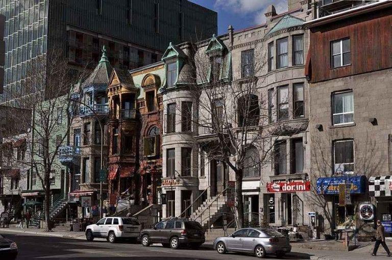"""- شارع """"سانت دينيس"""".."""