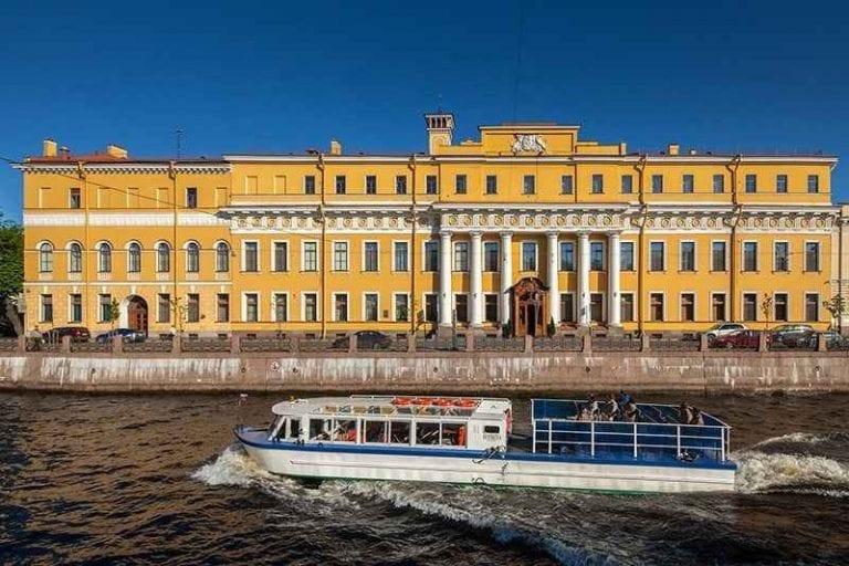 """"""" قصر Moika palace """" ..افضل معالم السياحة في بطرسبرغ .."""