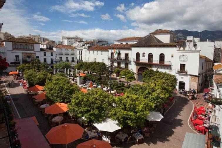 """"""" بلازا لوس نارانخوس Plaza de los Naranjos"""" .. افضل اماكن السياحة في ماربيا .."""