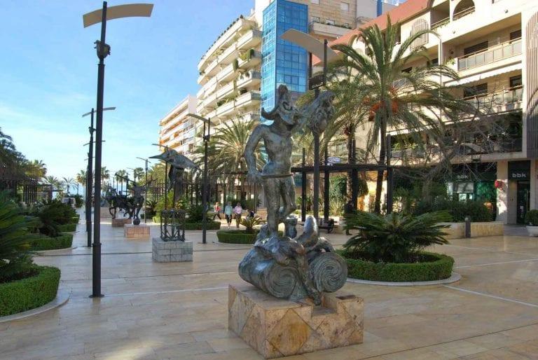 """"""" ساحة أفينيدا ديل مار Avenida del Mar """" .."""