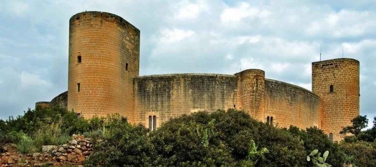""""""" قلعة بيليفر Bellevue Castle in Mallorca """" .. اهم معالم السياحة في مايوركا .."""