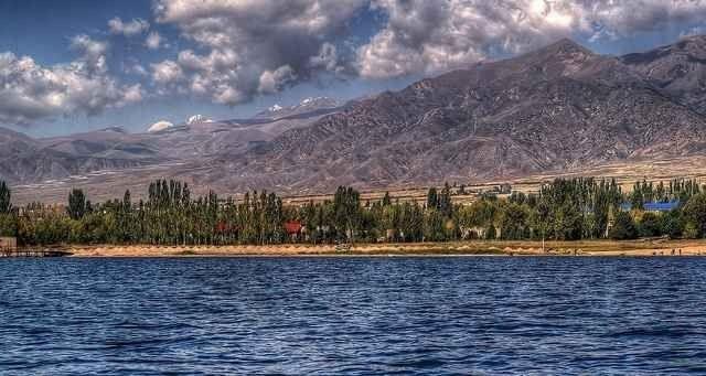 """"""" بحيرة إيسيك كول Lake Issyk-Kul """" .. اجمل اماكن السياحة في قيرغستان .."""